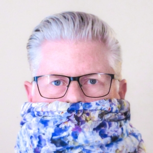 mark-blue-hydrangeas-scarf-headshot2-2016